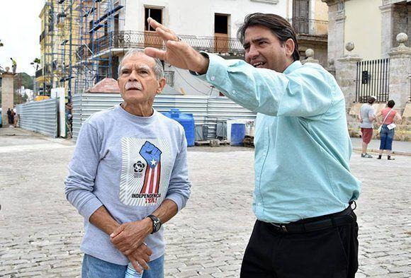 el Doctor Michael González Sánchez, director de Patrimonio de la Oficina del Historiador de la Ciudad de La Habana acompañó a Oscar López Rivera por su recorrido por el casco histórico de la capital. Foto: Karoly Emerson/ Siempre con Cuba/ ICAP.