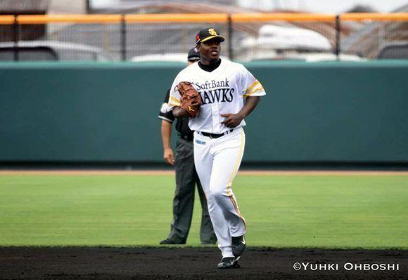 Oscar Luis Cobás no sabe si será bateador o lanzador, tiene muy buenas condiciones en ambos roles. Foto: Yuhki Ohboshi.