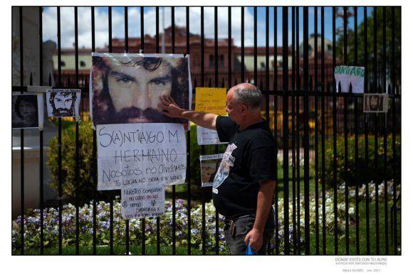 """Foto de la Expo """"Donde estés con tu alma"""", dedicada a Santiago Maldonado. Foto: Paulo Acunzo"""