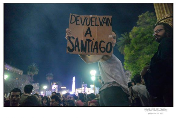 """Foto de la Expo """"Donde estés con tu alma"""", dedicada a Santiago Maldonado. Foto: Paula Conti"""