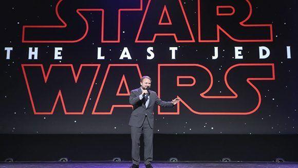 Rian Johnson, director de 'El Último Jedi', durante una exposición en California. 15 de julio de 2017. Foto: Jesse Grant/ Getty Images.