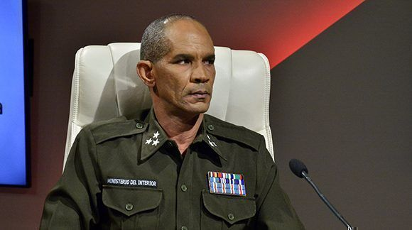 El coronel del MININT, Roberto Aguilera, durante la Mesa Redonda. Foto: Roberto Garaycoa/ Cubadebate.