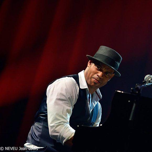 """Roberto Fonseca, uno de los mejores jazzistas cubanos del momento, durante el """"Festival in Marciac"""" en Francia. Foto: Jean Louis Neveu."""