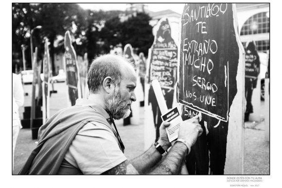 """Foto de la Expo """"Donde estés con tu alma"""", dedicada a Santiago Maldonado. Foto: Sebastian Miquel"""