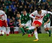 El lateral izquierdo suizo, Ricardo Rodríguez, adelantó a su país en la eliminatoria ante Irlanda del Norte. Foto: Marca.