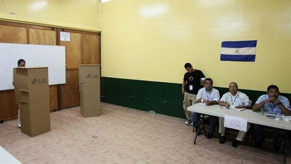 Abren los colegios electorales en Nicaragua para los comicios municipales. Foto: EFE.
