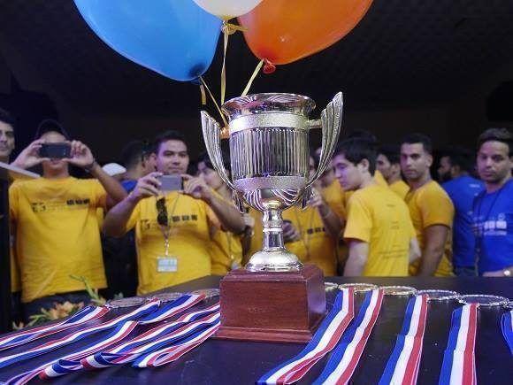 El trofeo. Foto: Malú Vilasa.