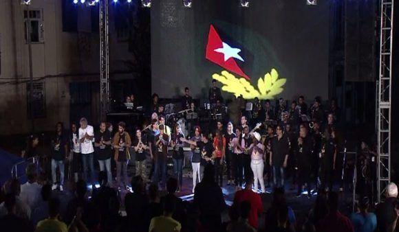 Duani Ramos y el Grupo Moncada cierra la velada Nuestra Canción habla de la paz, de las ideas y de Cuba. Foto: @HrRebelde / Twitter