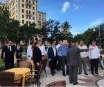 Richard Branson junto al ministro cubano de Turismo Manuel Marrero en el Hotel Nacional de Cuba. Foto: Virgin Group