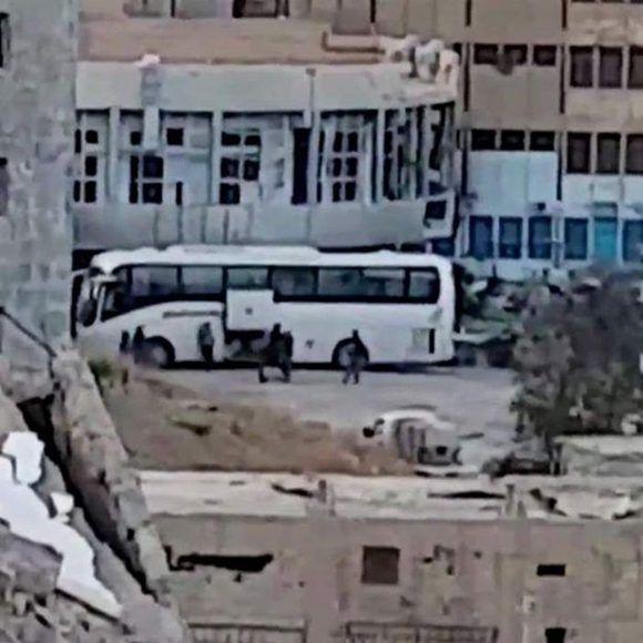 Combatientes de EI preparándose para dejar Raqqa. Foto: BBC Mundo.