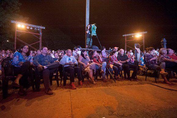 Oscar López en el concierto 87 de la Gira por los barrios de Silvio Rodríguez. Foto: Iván Soca