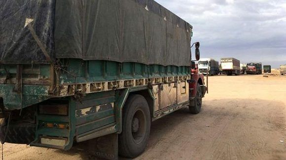 El convoy incluía al menos 50 camiones, 13 autobuses y más de 100 vehículos del Estado Islámico. Foto: BBC Mundo.