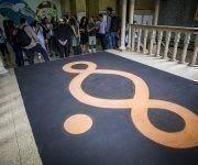 Gráficamente, se identifican con una variación del símbolo matemático del infinito que ha sido representado en diferentes escenarios del mundo. Foto: Irene Pérez/ Cubadebate.