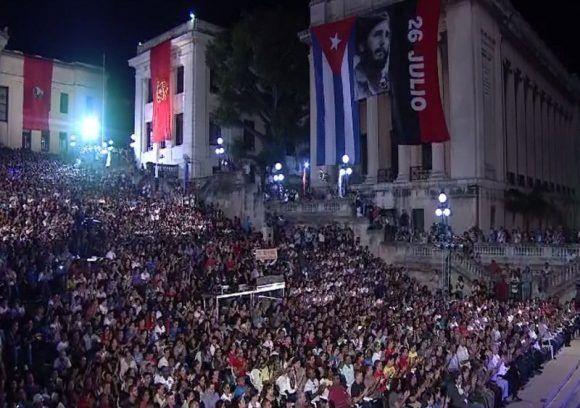 Fidel, la escalinata de la universidad donde te hiciste revolucionario hoy grita tu nombre. Foto: @HrRebelde / Twitter