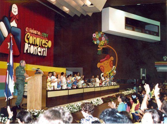 En la clausura del I Congreso de Pioneros, La Habana, 1ro de noviembre de 1991. Foto: Estudios Revolución / Sitio Fidel Soldado de las Ideas