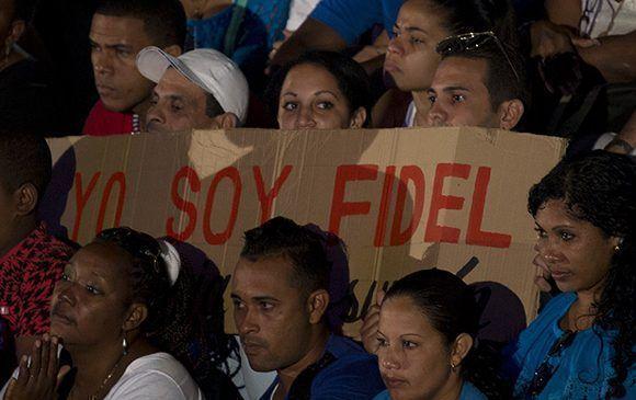 Cantata por Fidel en la escalinata de la Universidad de la Habana. Foto: Ismael Francisco/Cubadebate
