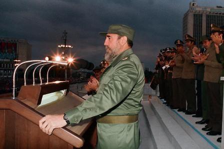 Durante el acto de conmemoración por el XXXII aniversario del desembarco del Granma y de la fundación de las Fuerzas Armadas Revolucionarias (FAR). Foto: Estudios Revolución.