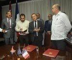 herve conan director del departamento de america e el caribe de la AFC por la parte francesa,rodrigo marmierca ministro de relaciones exteriores y la inversio extranjera y el embajador de francia en cuba ,firmado en el micex