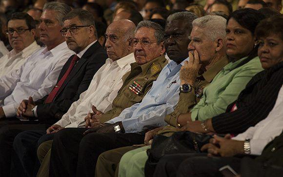 Presidió Raúl gala por el centenario de la Revolución de Octubre. Foto: Irene Pérez/ Cubadebate.