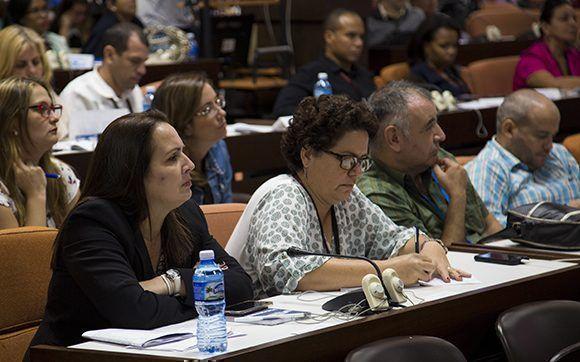 Panel formación y desarrollo profesional. Foto: Irene Pérez/ Cubadebate.