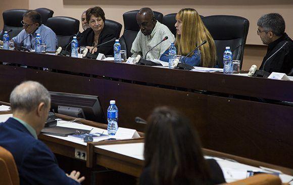 Intervenión de la Dra. Maribel Acosta (Cuba) durante el Panel Formación y Desarrollo Profesional en ICOM-2017. Foto: Irene Pérez/ Cubadebate.