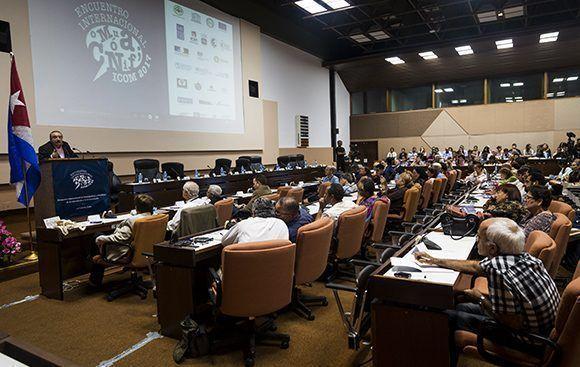 Conferencia magistral del Dr Ignacio Ramonet durante la inauguración de ICOM-2017. Foto: Irene Pérez/ Cubadebate.