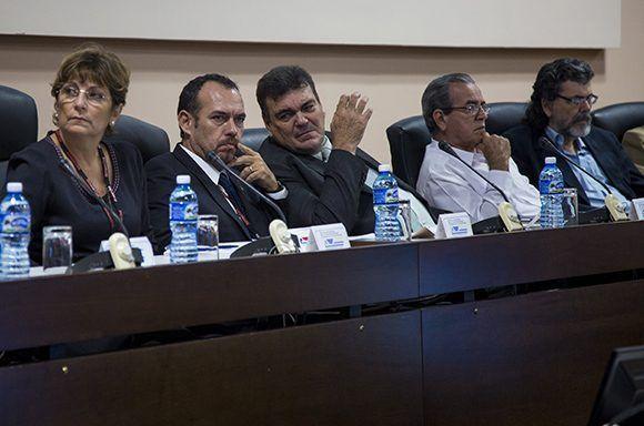 La jornada inaugural estuvo presidida por Abel Prieto Jiménez, Ministro de Cultura, y Gustavo Cobreiro, Rector de la Universidad de La Habana. Foto: Irene Pérez/ Cubadebate.