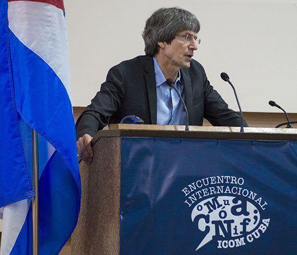 """John B. Thompson habló sobre """"La visibilidad mediada en la era digital"""", las filtraciones de información y los escándalos políticos en las sociedades modernas. Foto: Leysi Rubio/ Cubadebate."""