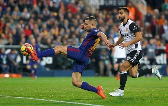 Golazo de Jordi Alba para empatar el partido. Foto: @Marca/ Twitter.