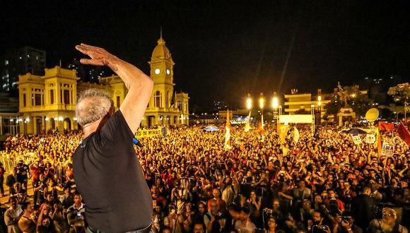 Lula durante su recorrido por el país. Foto: FB oficial de Lula.