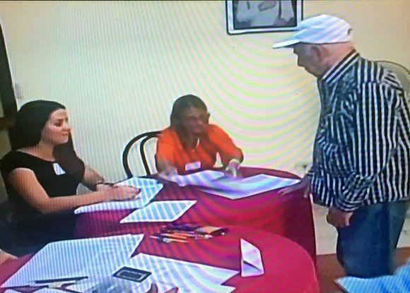 Machado Ventura acude a las urnas. Foto: Captura de pantalla/ Cubadebate.