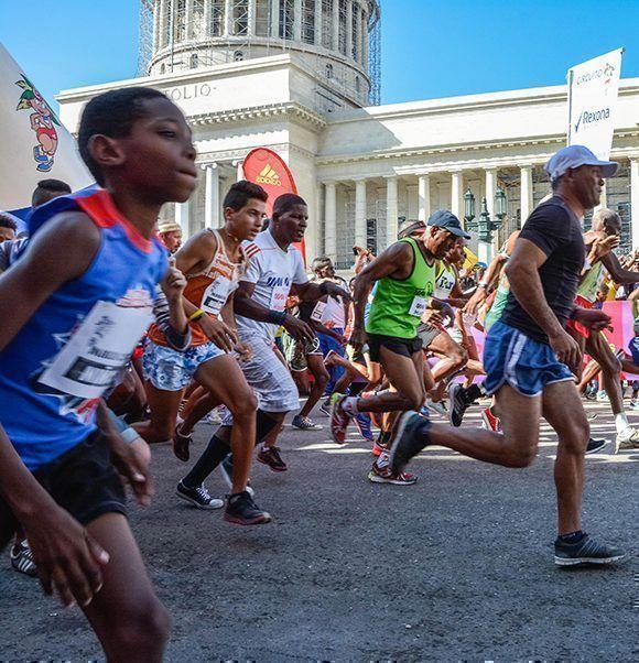 Arrancada de la edición XIX de Maracuba, carrera popular que saludará de manera especial el Día de la Cultura Física y el Deporte. Foto: Yaciel Peña / ACN
