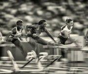 La fotografía ganadora correspondió a uno de las semifinales de los 100 metros con vallas del mundial de Londres (Foto: Getty Images)