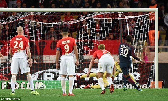 Neymar marcó el segundo gol del PSG de penalti. Foto: Reuters.
