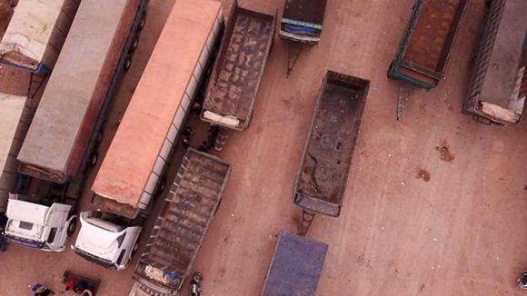 Imagen aérea de los camiones que componían el convoy. Foto: BBC Mundo.