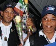 Integrantes de la Brigada médica cubana del Contingente Internacional de Médicos Especializados en el Enfrentamiento de Desastres y Graves Epidemias Henry Reeve, que brindaron su ayuda solidaria a los damnificados por el terremoto que dejó un centenar de muertos en Oaxaca, México, en el mes de septiembre, a su llegada al Aeropuerto Internacional José Martí, en La Habana, luego de cumplir su misión, el 16 de noviembre de 2017.   Foto: Omara García Mederos/ ACN.