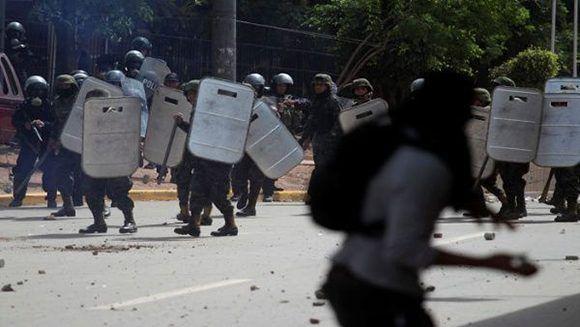 La ventaja de Hernández levantó sospechas entre líderes opositores después de que el primer recuento de votos del TSE. Foto: Reuters.