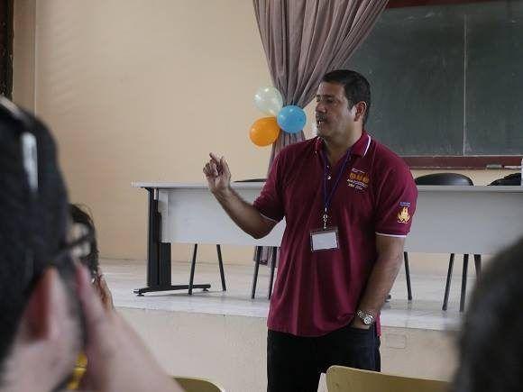 El MsC. Alfredo Somoza Moreno durante conferencia magistral.