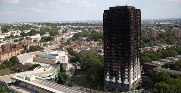 La Torre Grenfell tras el incendio del pasado junio. Foto: Reuters.