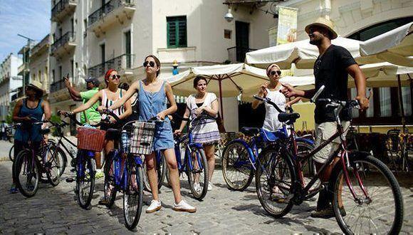 Más de un millón cien mil visitantes desde EE.UU. llegaron a Cuba en 2017