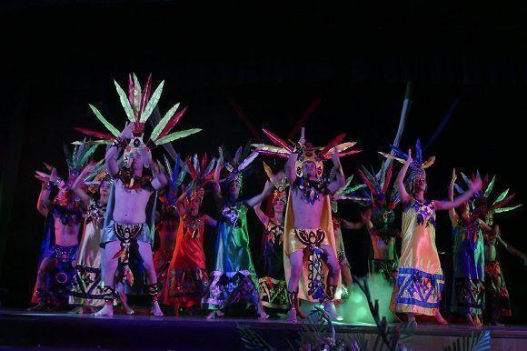 El Conjunto Danzario 5 de Diciembre inició la gala con un fragmento de su obra Aztlán (Foto: Malú Vilasa)