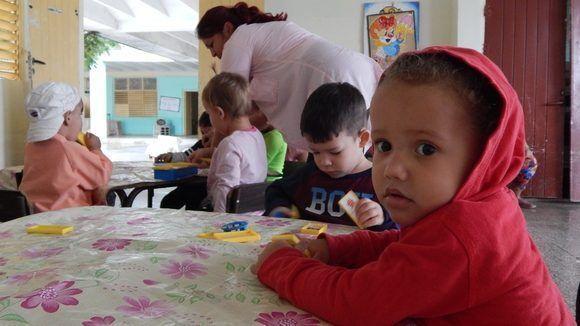 Abrigados en el Círculo Infantil. Gibara, Holguín, Cuba. Foto: Danier Ernesto González, 11 de diciembre.