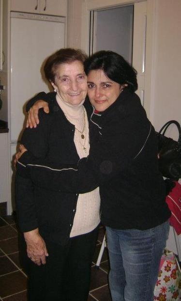 Con esa alegría de reconocernos, familia. Ernestina, la más cercana de mi abueloCon esa alegría de reconocernos, familia. Ernestina, la más cercana de mi abuelo