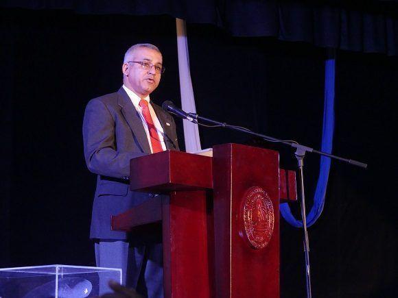 El rector de la UCLV ponderó la elevada formación de los egresados de institución (Foto: Malú Vilasa)