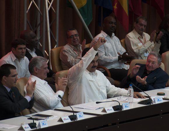 Nicolás Maduro, Raúl Castro, Miguel Díaz-Canel y otros altos representantes d elos países del ALBA, durante el acto por el 13 aniversario de la organización, celebrado en La Habana. Foto: Cubadebate.