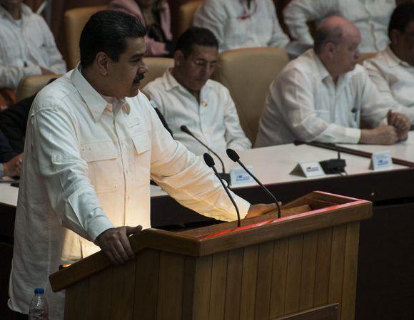 Nicolás Maduro habló durante el acto de temas trascendentes para la región latinoamericana. Foto: Cubadebate.