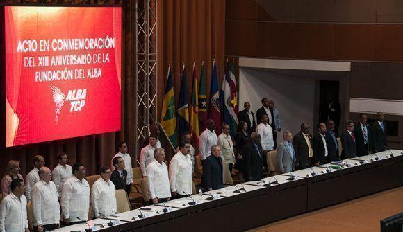 Al inicio se escucharon los himnos de Cuba y Venezuela. Foto: Cubadebate.