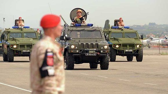 Automóviles blindados rusos durante un desfile militar en la base aérea de Jmeimim, Siria. Foto: Dmitriy Vinogradov/ Sputnik.