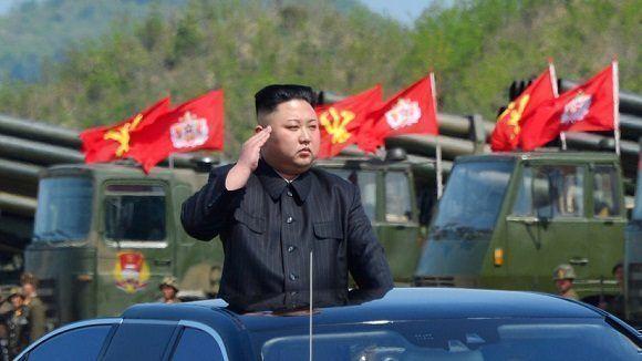 El líder norcoreano, Kim Jong-un, durante un desfile militar. Foto: Archivo.
