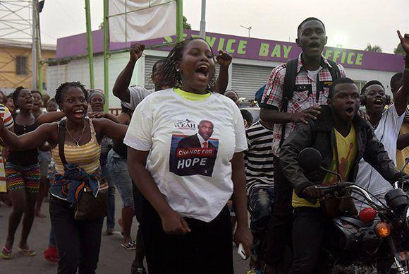 Seguidores de Weah celebran su victorial electoral. Foto: AFP.